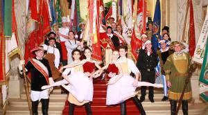 Balletttänzer und Fahnenträger des Balls der Wiener Wirtschaft